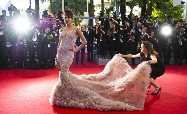 Celebrity photos: Eva Longoria donned a stunning Marchesa gown for the first day of the Cannes Film Festival. Here she is getting ready to get her pose on – just as soon as her assistant's finished arranging the train!