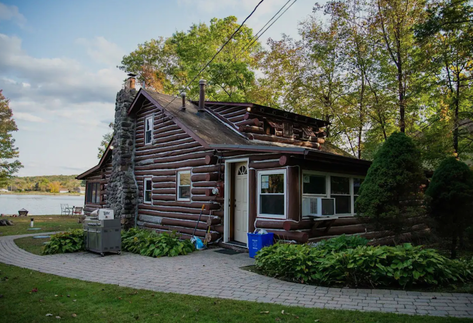 """<h2>Greenwood Lake, NY</h2><br><strong>Location:</strong> West Milford, New Jersey<br><strong>Sleeps:</strong> 6<br><strong>Price Per Night:</strong> <a href=""""https://airbnb.pvxt.net/VyOq1a"""" rel=""""nofollow noopener"""" target=""""_blank"""" data-ylk=""""slk:$248"""" class=""""link rapid-noclick-resp"""">$248</a><br><br>""""For the spring/summer/fall guests, we are minutes from exciting Greenwood Lake, Warwick, NY, and various wineries/breweries...you can enjoy a great day of fishing or just row out and enjoy the views.""""<br><br><h3>Book <a href=""""https://airbnb.pvxt.net/VyOq1a"""" rel=""""nofollow noopener"""" target=""""_blank"""" data-ylk=""""slk:Cabin Getaway"""" class=""""link rapid-noclick-resp"""">Cabin Getaway</a></h3>"""