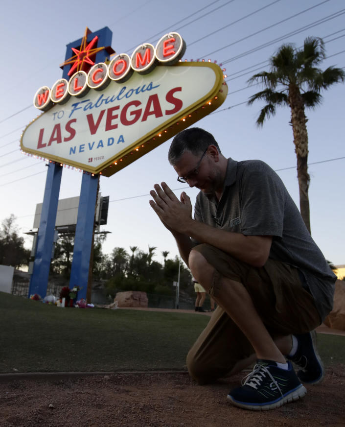 """<p>Matt McLeod prays for the victims in front of the """"Welcome To Las Vegas"""" sign Tuesday, Oct. 3, 2017, in Las Vegas. (Photo: Chris Carlson/AP) </p>"""