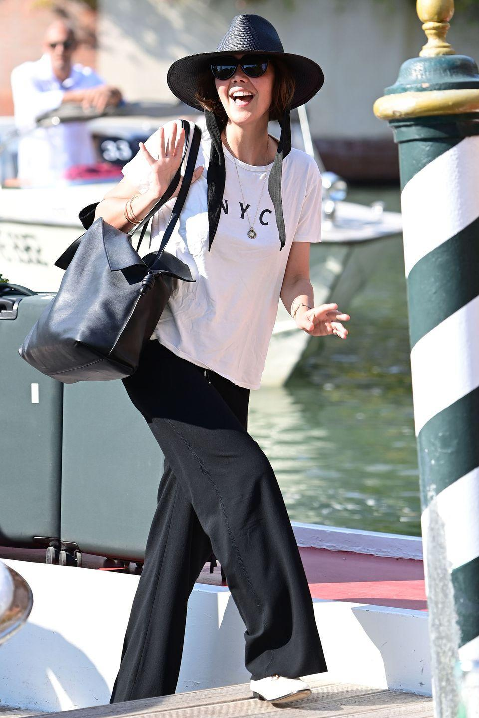 <p>Maggie Gyllenhaal arrived in Venice wearing a chic black hat to match her relaxed ensemble. </p>