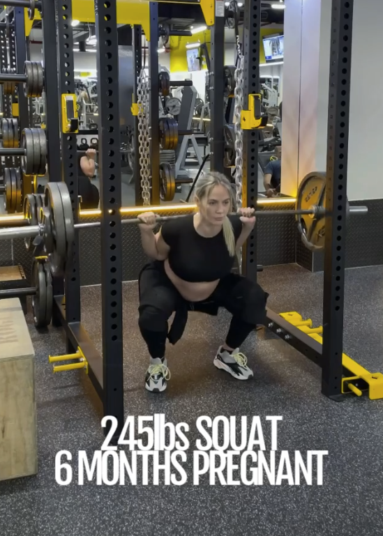 In one video shared to her Instagram account, the influencer is seen squatting 110kg while pregnant. Photo: Instagram/Yanyah Milutinović