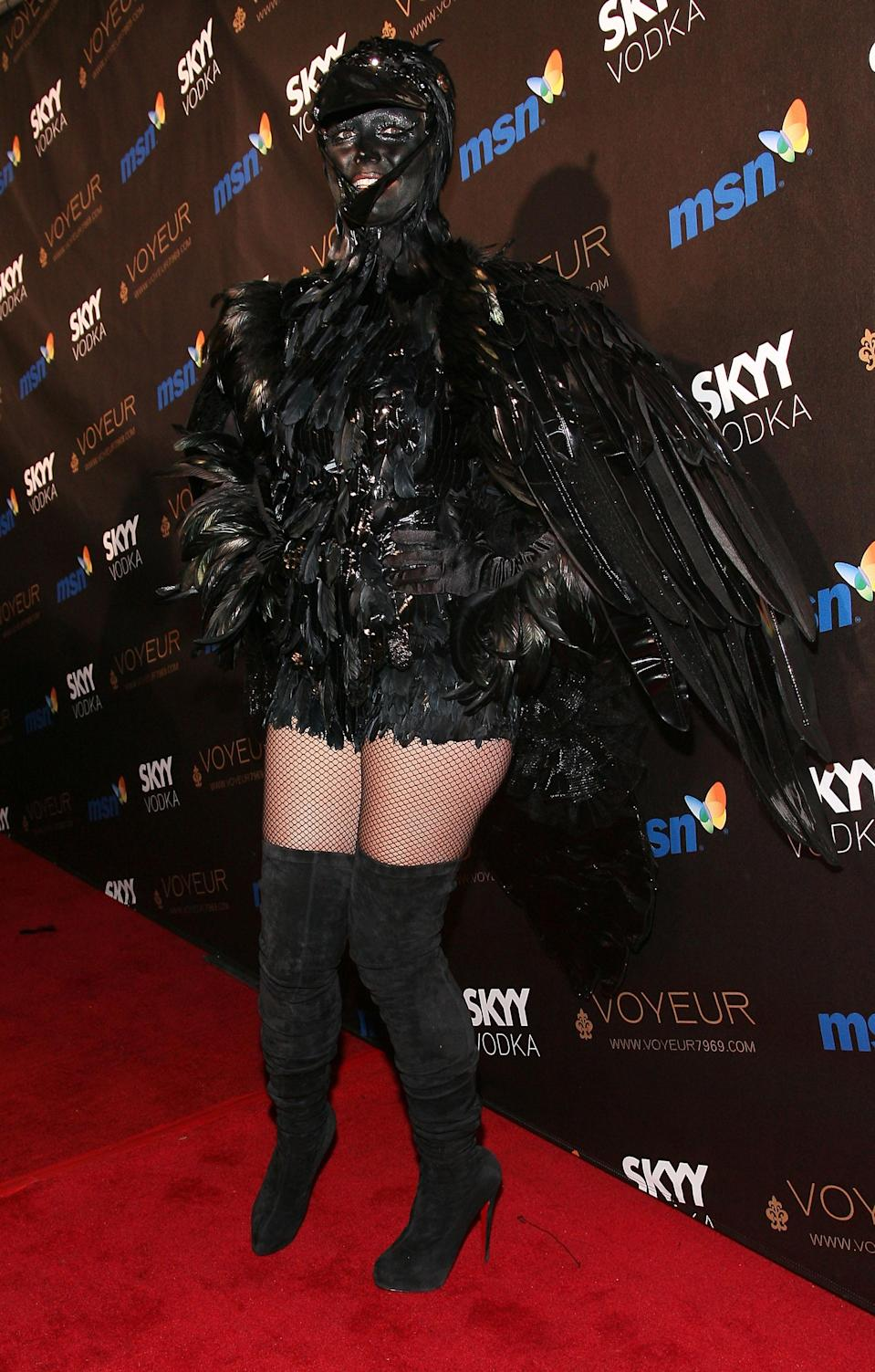 Klum opted to dress as one of the spookiest birds out there in 2009 – the crow.<em> [Photo: Getty]</em>
