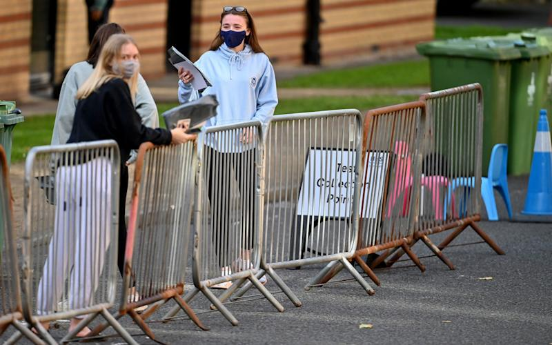 Students from Glasgow University attend a pop-up coronavirus testing centre at Murano Street Student Village - Getty/Jeff J Mitchell