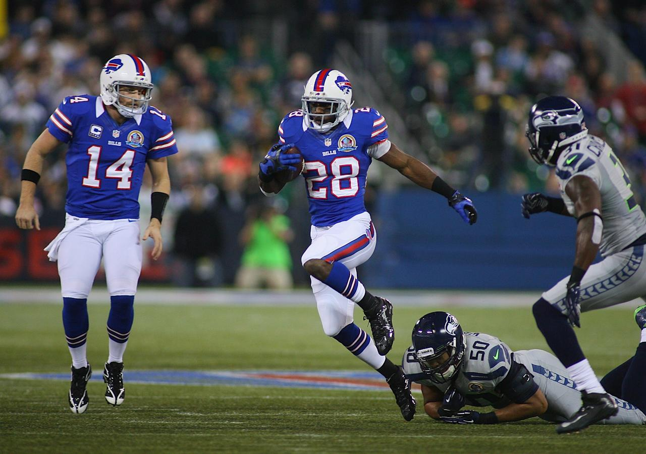 TORONTO, ON - DECEMBER 16:  C.J. Spiller #28 of the Buffalo Bills runs against the Seattle Seahawks at Rogers Centre on December 16, 2012 in Toronto, Ontario, Canada. Seattle won 50-17.  (Photo by Rick Stewart/Getty Images)