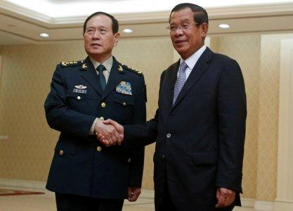 Chinese Defense Minister Wei Fenghe (L) shakes hands with Cambodia's Prime Minister Hun Sen before a meeting in Phnom Penh, Cambodia June 18, 2018. REUTERS/Samrang Pring