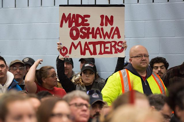 A woman holds a sign during the press conference with union leaders at Local 222 in Oshawa, Ontario, on November 26, 2018. (LARS HAGBERG/AFP/Getty Images)