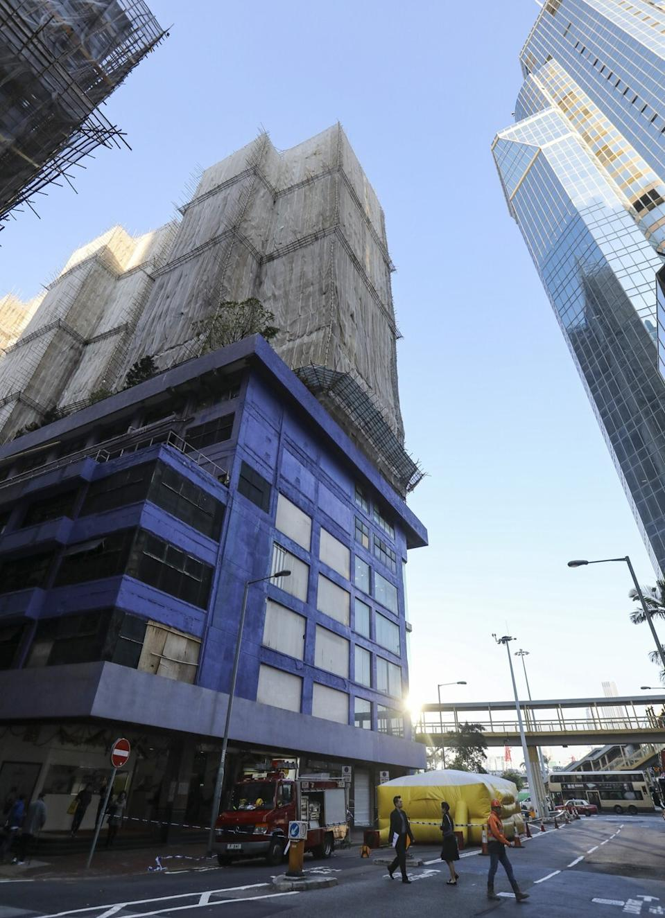 A flat in Elizabeth House in Causeway Bay changed hands last May for HK$8.9 million, 22.6 per cent below market price. Photo: Dickson Lee