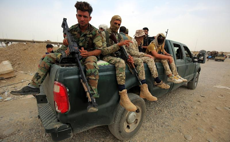 Iraqi forces ride towards the town of Sharqat on September 20, 2017, in readiness to attcak the Islamic State group in its Hawija enclave (AFP Photo/AHMAD AL-RUBAYE)