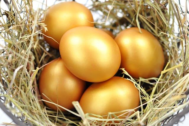 close up of gold eggs in a nest.