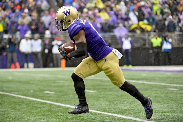 "Washington's <a class=""link rapid-noclick-resp"" href=""/ncaaf/players/251183/"" data-ylk=""slk:Chico McClatcher"">Chico McClatcher</a> was penalized in the first half vs. Oregon. (Photo by Alika Jenner/Getty Images)"