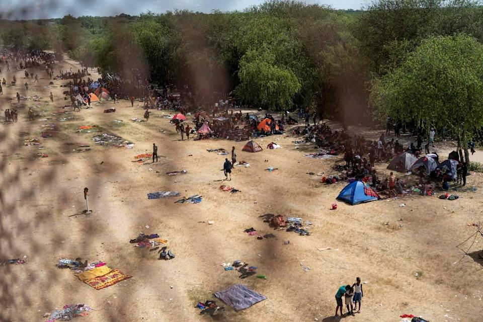 Migrants seeking asylum in the U.S. rest near the International Bridge between Mexico and the U.S. as they wait to be processed, in Del Rio, Texas, U.S., September 16, 2021. REUTERS/Go Nakamura - RC24RP9AC6G3