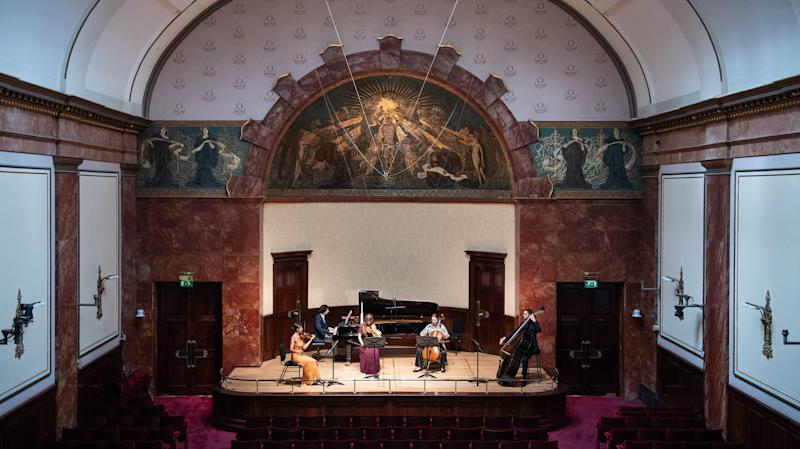 Wigmore Hall stages first of 100 concerts with live audience