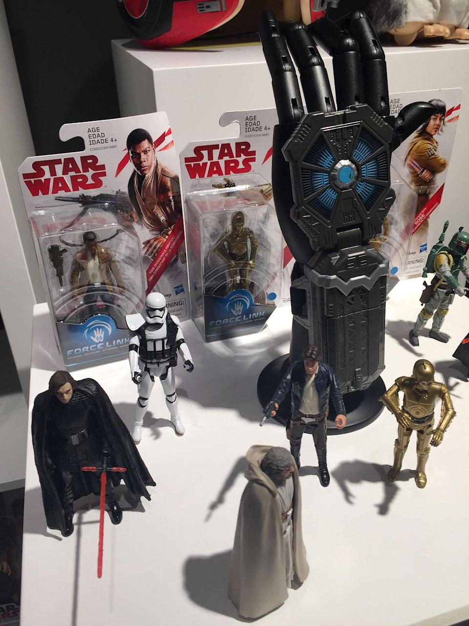 <p>Hasbro's classic figure range includes the new Force Link feature.<br> (Yahoo Movies UK/Disney) </p>