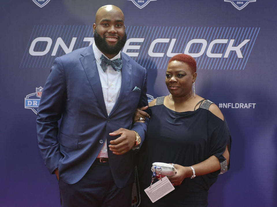 Virginia tackle Morgan Moses poses for photos with his mother Marion Graves upon arriving for the first round of the 2014 NFL Draft at Radio City Music Hall, Thursday, May 8, 2014, in New York. (AP Photo/Craig Ruttle)