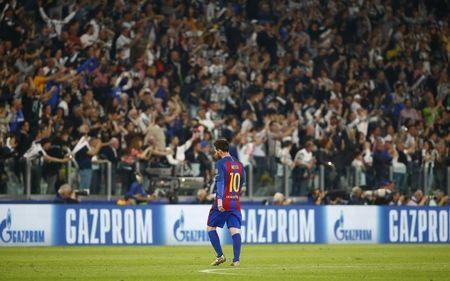 Football Soccer - Juventus v FC Barcelona - UEFA Champions League Quarter Final First Leg - Juventus Stadium, Turin, Italy - 11/4/17 Barcelona's Lionel Messi looks dejected as Juventus fans celebrate Reuters / Stefano Rellandini Livepic - RTX3550J