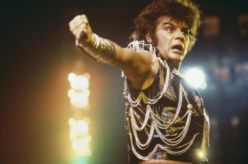 English pop singer Gary Glitter on stage in London, 1975. (Photo by Michael Putland/Getty Images)