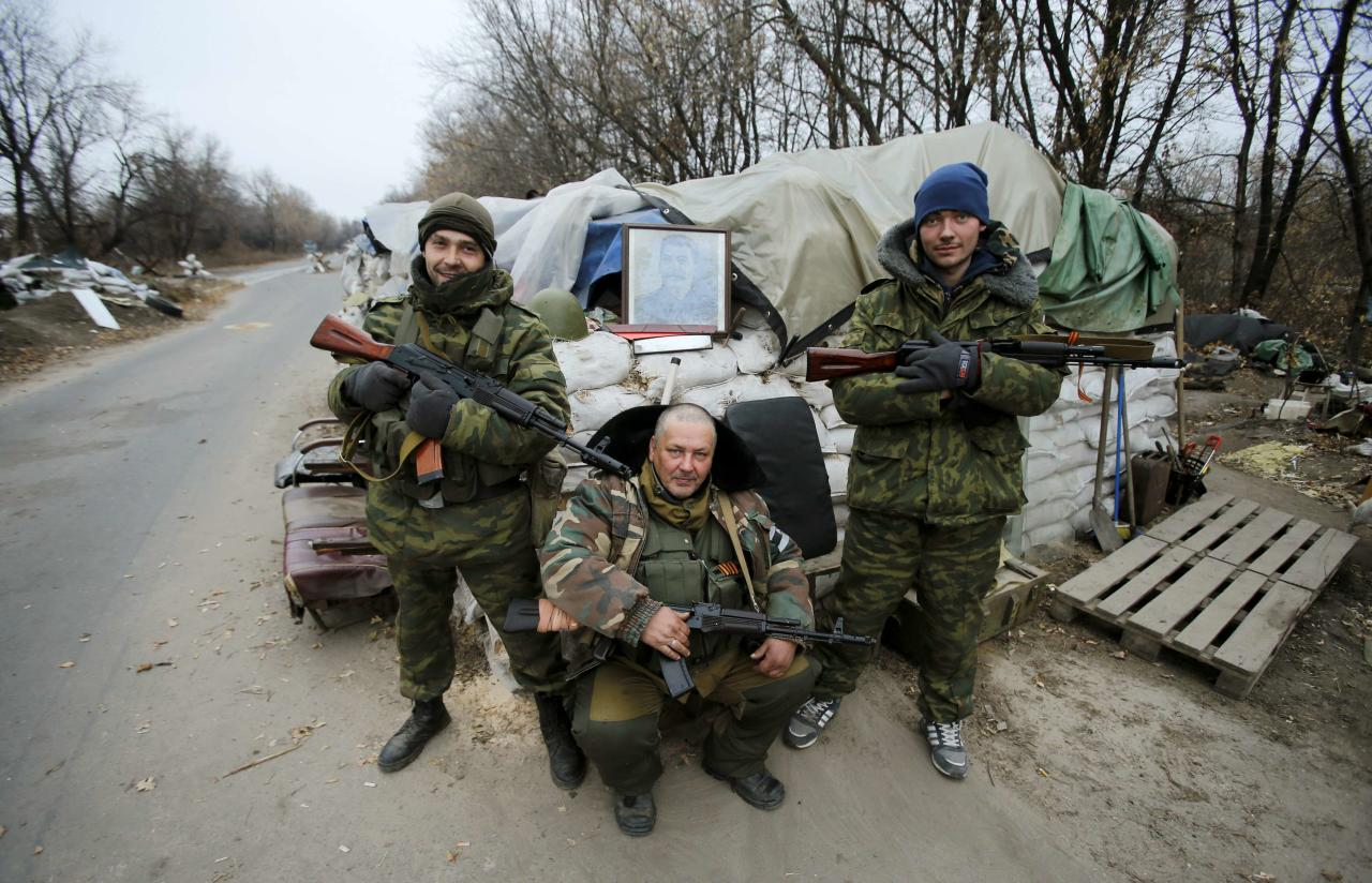 Pro-Russian separatists pose with the picture of Joseph Stalin at checkpoint in the Spartak area near the Sergey Prokofiev International Airport in Donetsk November 18, 2014. REUTERS/Antonio Bronic (UKRAINE - Tags: CONFLICT)