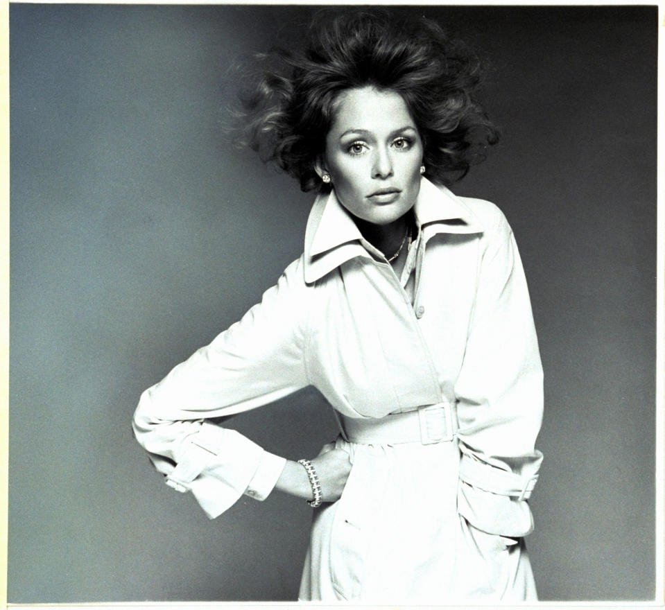 Lauren Hutton posing for Vogue in 1974. [Photo: Getty]