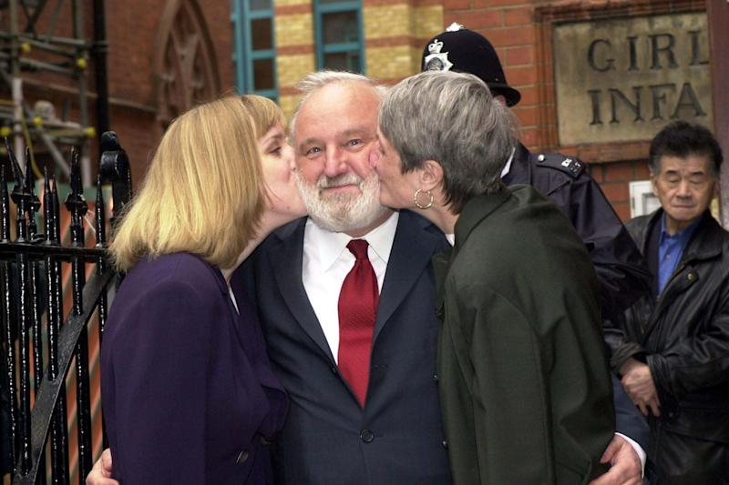 Frank Dobson with his wife Janet (R) and daughter Sally (L) after voting in 2000 (DENIS JONES)