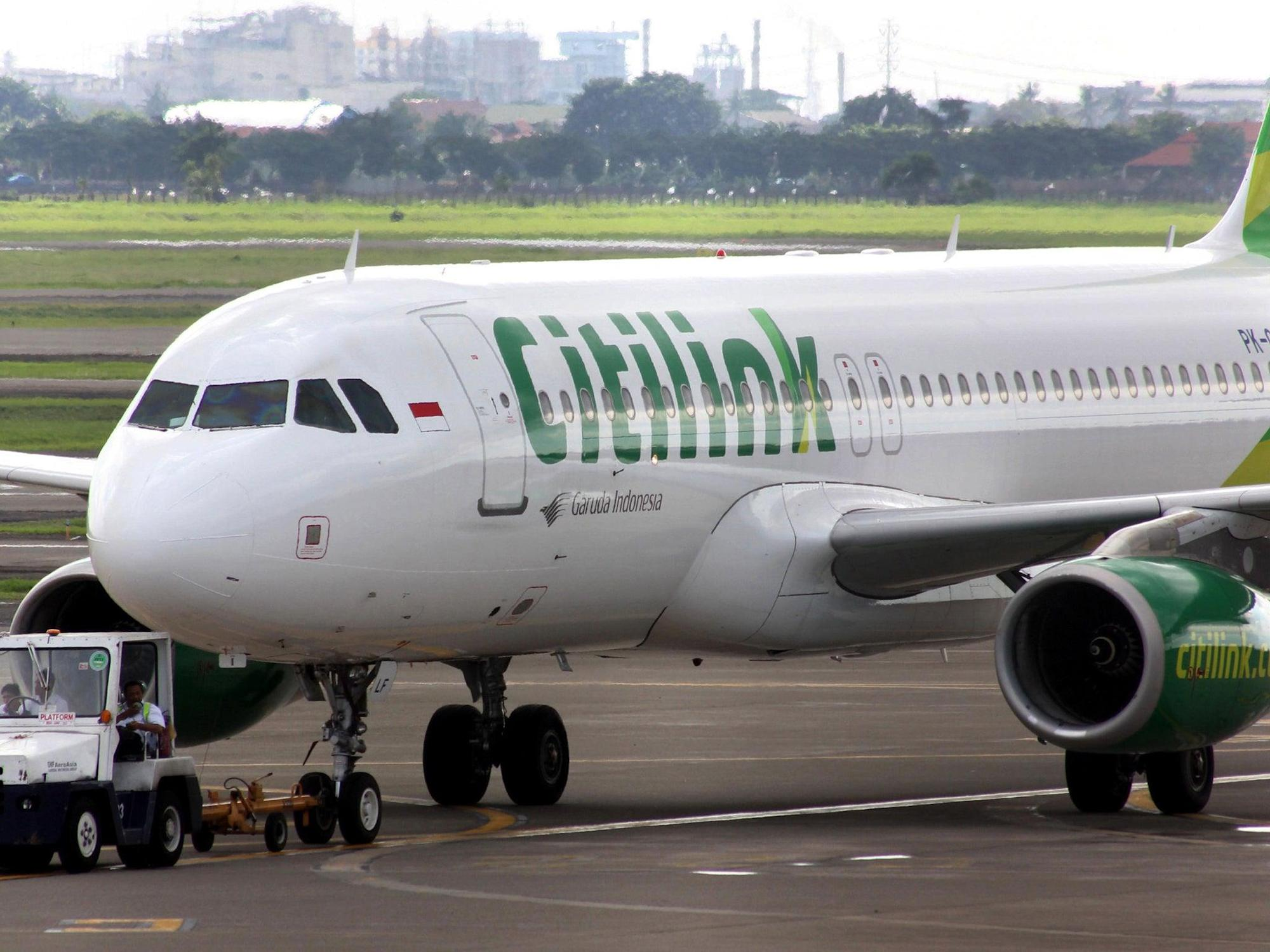 Man 'infected with Covid disguises himself in niqab to board flight'