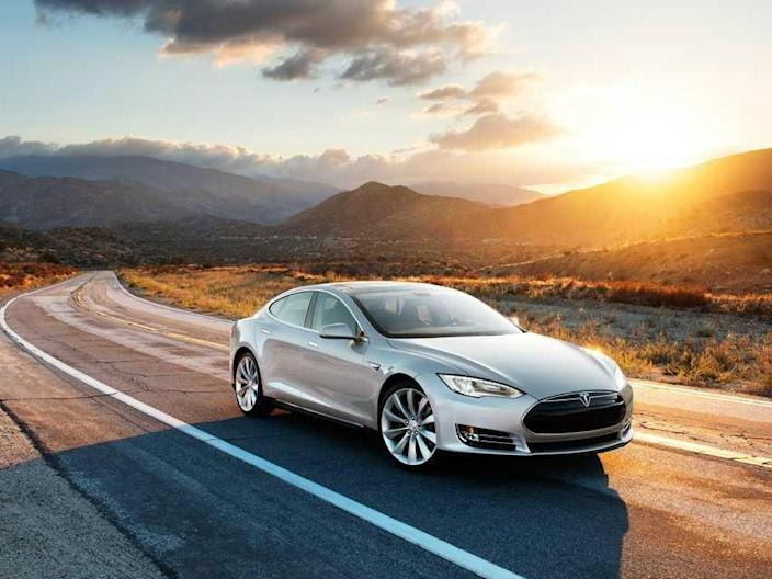 Tesla Model S' new 'Summon' feature lets drivers park and ...