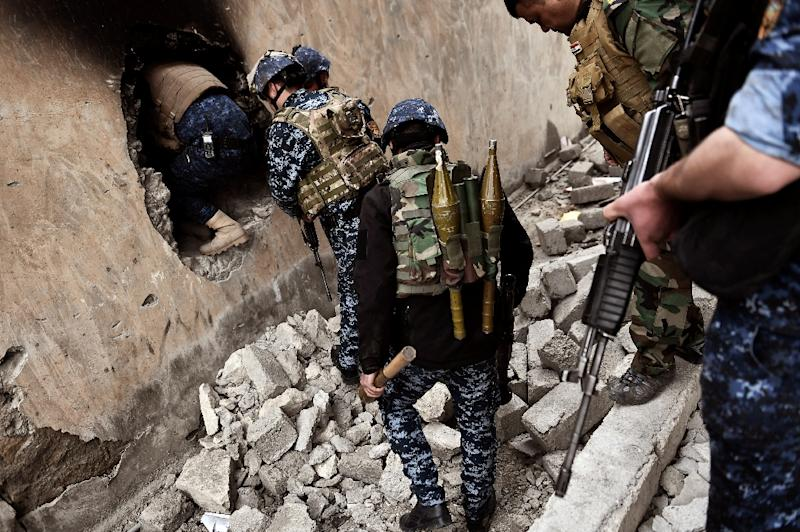 Members of the Iraqi forces advance towards the Old City in western Mosul on March 13, 2017