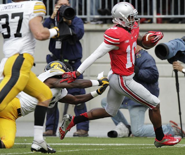 Ohio State wide receiver Corey Brown, right, outruns Iowa defenders John Lowdermilk, left, and B.J. Lowery on his way to scoring a touchdown during the second quarter of an NCAA college football game Saturday, Oct. 19, 2013, in Columbus, Ohio. (AP Photo/Jay LaPrete)