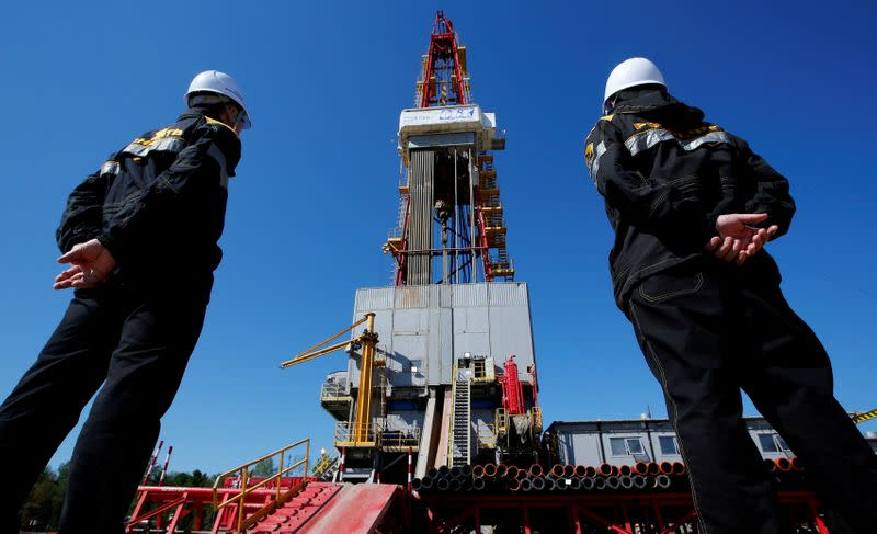 Oil steadies as demand uncertainty tempers supply cuts