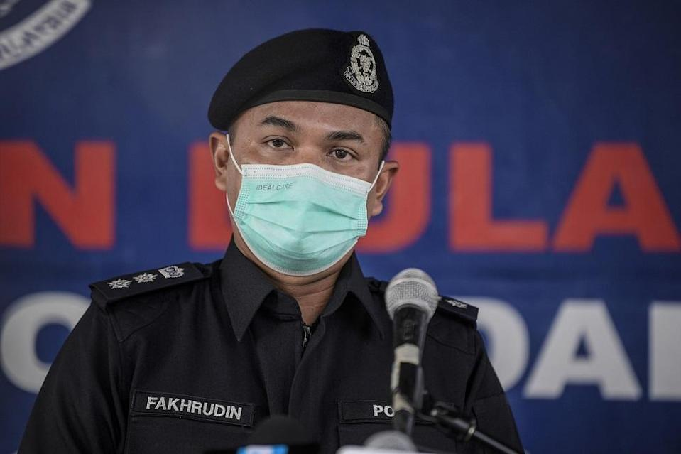 Petaling Jaya district police chief ACP Mohamad Fakhrudin speaks during a press conference in Kuala Lumpur June 5, 2021. — Bernama pic
