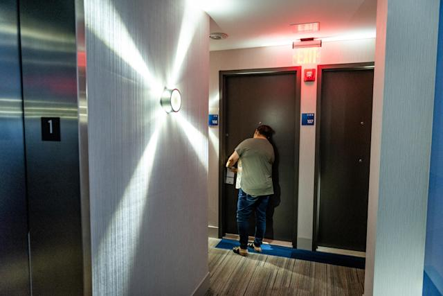 """<span class=""""s1"""">Jenyffer Ortiz opens her door at the Holiday Inn Express in the Bronx. (Photo: David 'Dee' Delgado for Yahoo News)</span>"""