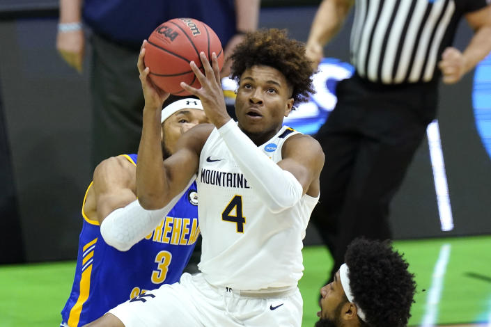 West Virginia's Miles McBride (4) drives against Morehead State during the second half of a college basketball game in the first round of the NCAA tournament at Lucas Oil Stadium Friday, March 19, 2021, in Indianapolis. (AP Photo/Mark Humphrey)