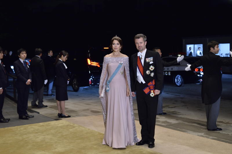 TOKYO, JAPAN - OCTOBER 22: Crown Prince Frederik and Crown Princess Mary of Denmark arrive to attend the Court Banquet at the Imperial Palace on October 22, 2019 in Tokyo, Japan. (Photo by David Mareuil/ Pool/Getty Images)