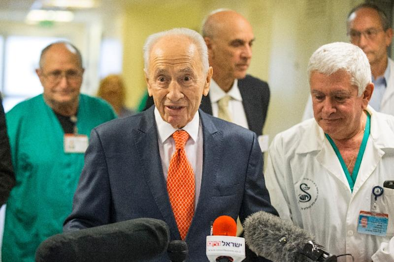 Former Israeli president and Nobel Peace Prize winner Shimon Peres, addresses journalists at the Tel Ashomer Hospital in Ramat Gan, near Tel Aviv, on January 19, 2016, after treatment for a heart problem