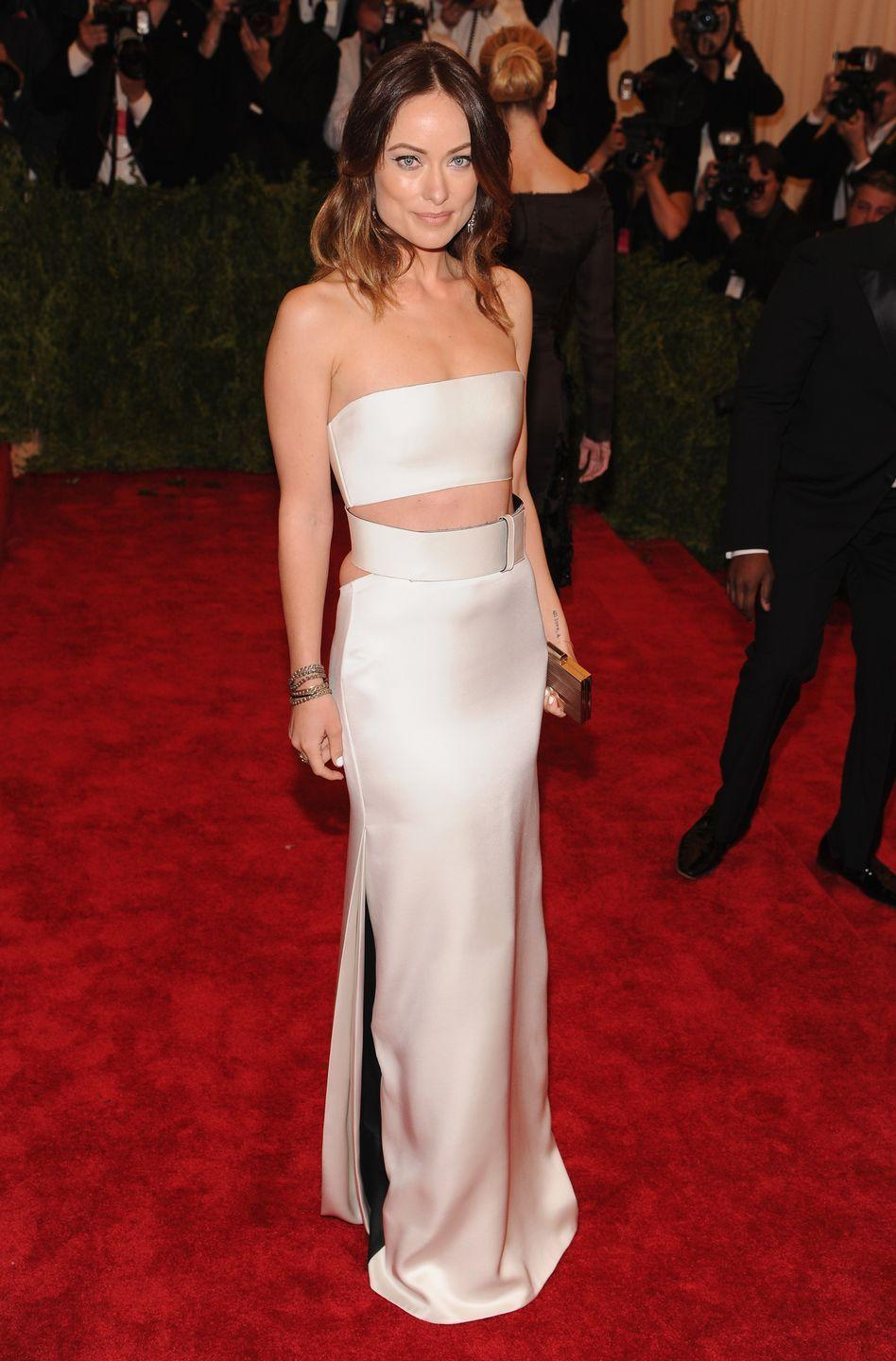 <p>Attending the ball with her ex Jason Sudeikis, Wilde looked flawless in an ivory-hued stain bandeau top and skirt by Calvin Klein Collection, complete with black pleats, heeled shoes, a clutch bag and Fred Leighton jewellery. </p>