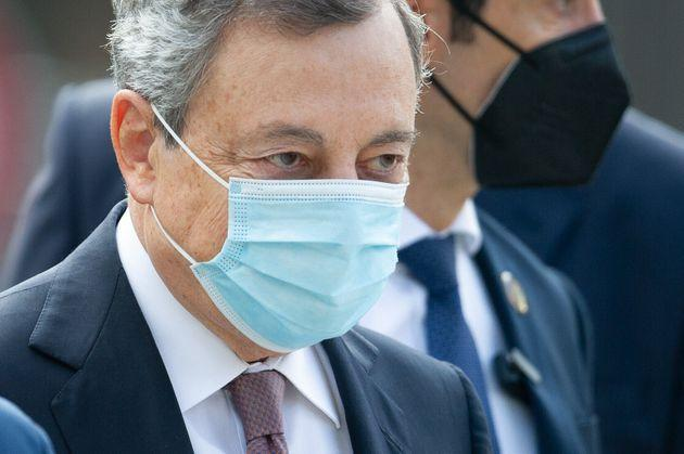 Italian Prime Minister Mario Draghi during inauguration ceremony of Parco della Memoria in LAquila, Italy, on September 28, 2021. The new monument is made in honor of 309 victims of April 6th, 2009, earthquake in LAquila. (Photo by Lorenzo Di Cola/NurPhoto via Getty Images) (Photo: NurPhoto via Getty Images)