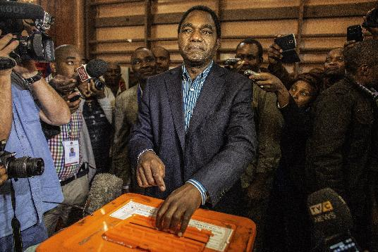 Zambian opposition candidate Hakainde Hichilema, of the United Party for National Development (UPND), casts his ballot at a school in Lusaka's affluent Kabulonga suburb on January 20, 2015 (AFP Photo/Gianluigi Guercia)