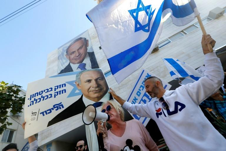 Netanyahu supporters outside the Likud party headquarters in Tel Aviv on November 22, 2019 (AFP Photo/JACK GUEZ)