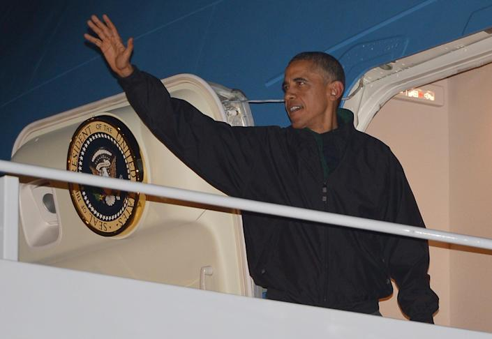 US President Barack Obama boards Air Force One before departing from Andrews Air Force Base in Maryland on November 9, 2014, for a week-long trip to China, Myanmar, and Australia (AFP Photo/Mandel Ngan)