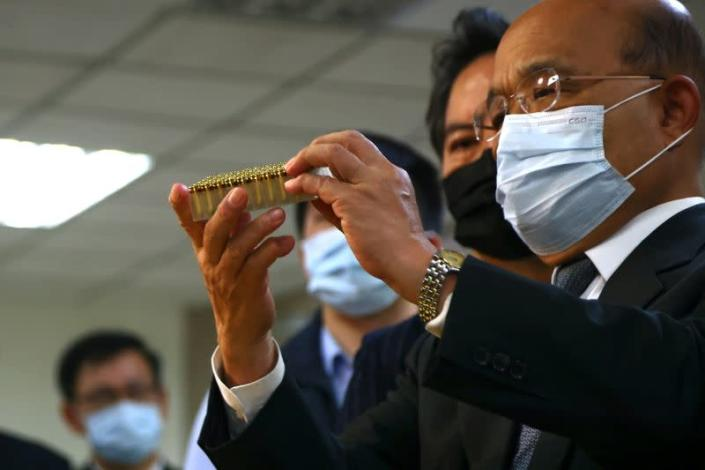 Premier Su Tseng-chang of Taiwan's Executive Yuan studies bullets while attending a news conference unveiling the largest smuggling bullet case in the history of Taiwan in Taipei