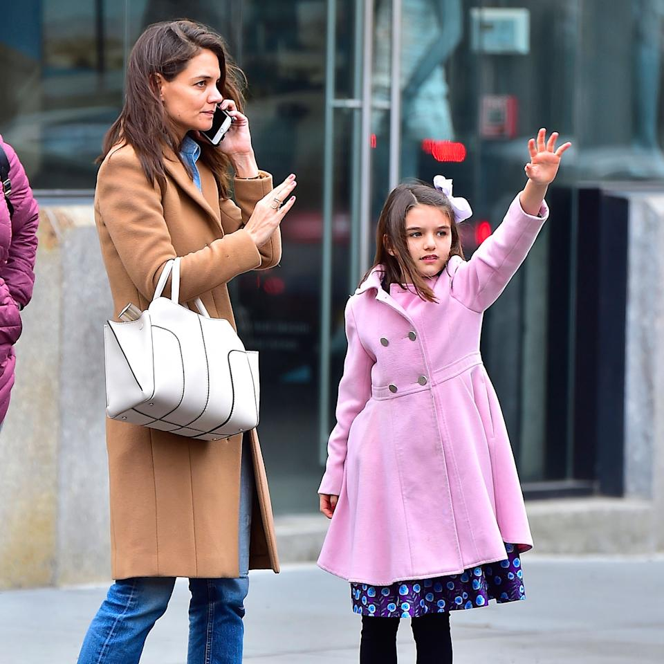 <p>The mother-daughter duo even hail taxis the same way, as per this paparazzi photo of themin the Meat Packing District in NYC.</p>