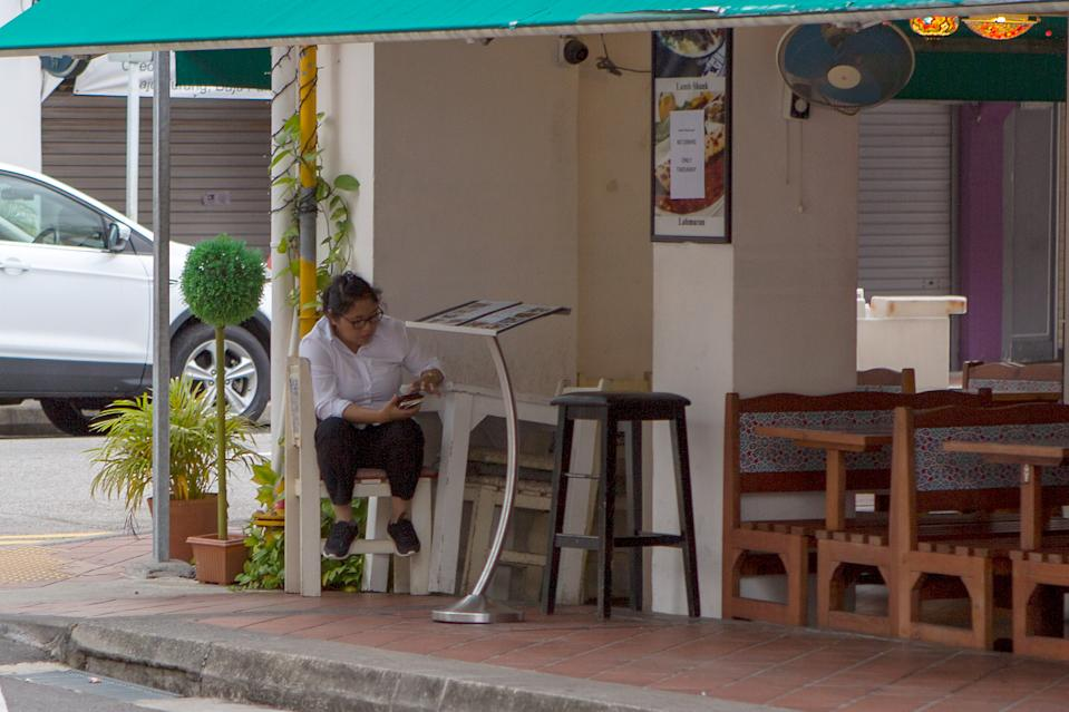 A worker at an Arab Street restaurant seen on 7 April 2020, the first day of Singapore's month-long circuit breaker period. (PHOTO: Dhany Osman / Yahoo News Singapore)