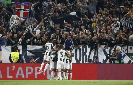 Football Soccer - Juventus v FC Barcelona - UEFA Champions League Quarter Final First Leg - Juventus Stadium, Turin, Italy - 11/4/17 Juventus' Paulo Dybala celebrates scoring their first goal with team mates Reuters / Stefano Rellandini Livepic