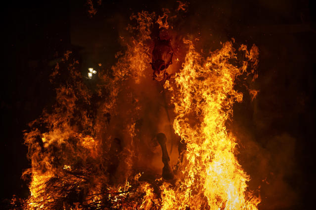 <p>A man rides a horse through a bonfire as part of a ritual in honor of Saint Anthony, the patron saint of domestic animals, in San Bartolome de Pinares, west of Madrid, Jan. 16, 2017. (Photo: Daniel Ochoa de Olza/AP) </p>