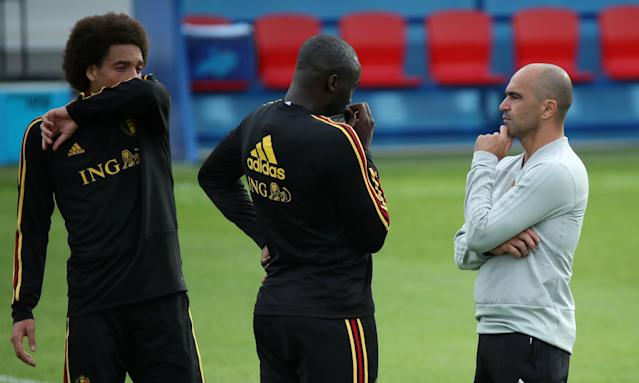 Roberto Martínez, right, talks to Axel Witzel and Romelu Lukaku during a training session.