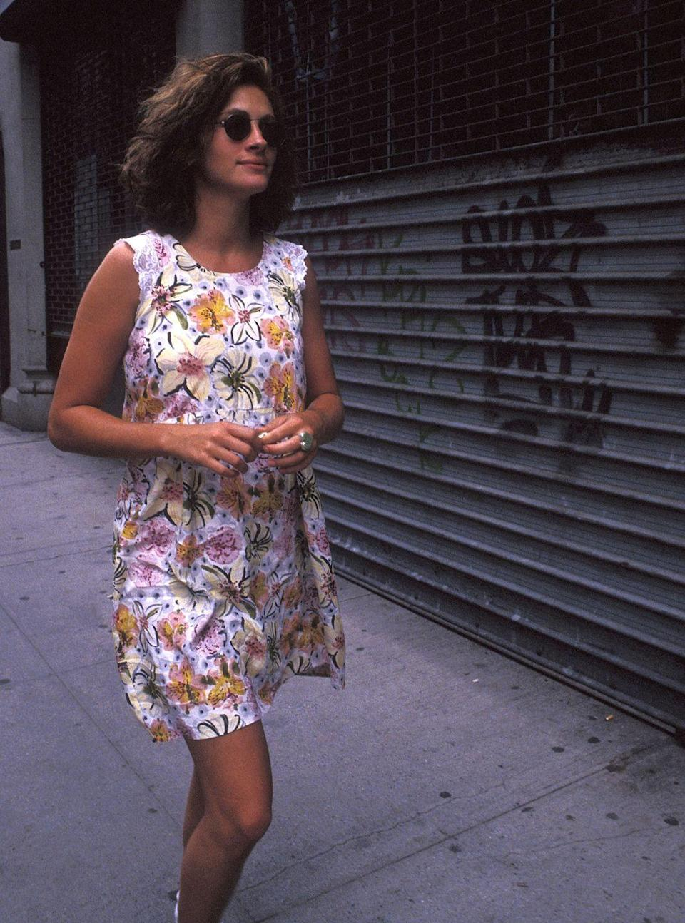<p>Julia Roberts out for walk in New York City in 1991. </p>