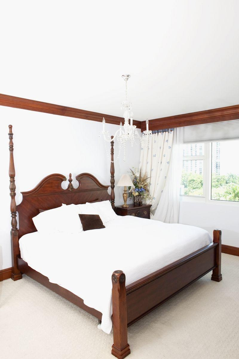 """<p>While headboards of the past were heavy wood giants, today, they're often more minimalist or don't exist at all. (<a href=""""https://www.elledecor.com/design-decorate/g3502/canopy-bed/"""" rel=""""nofollow noopener"""" target=""""_blank"""" data-ylk=""""slk:Canopies"""" class=""""link rapid-noclick-resp"""">Canopies</a>, on the other hand, reign as an evergreen decor staple.) </p>"""