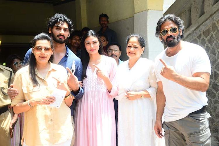 Suniel Shetty With His Family