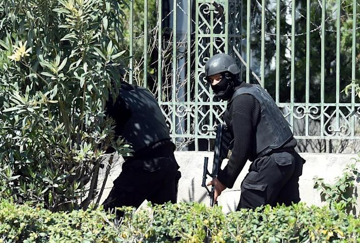 Tunisian security forces secure the area after gunmen attack the Bardo Museum (AFP Photo/Fethi Belaid)