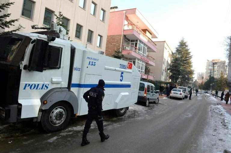 2 suspected Islamic State extremists killed in Turkey raid