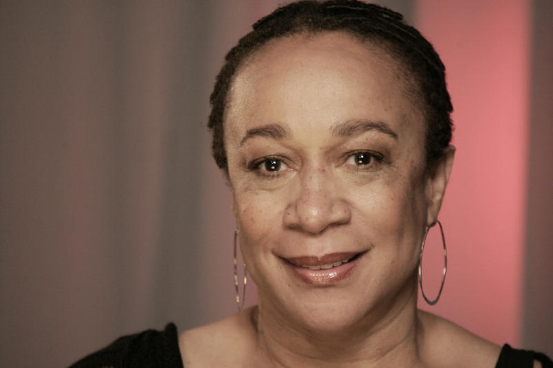 "FILE - In this May 10, 2010 file photo, Actress S. Epatha Merkerson poses for a portrait in New York. A television show that debuts next week focuses on missing person cases involving black Americans.  The series ""Find Our Missing"" debuts Jan. 18 on TV One. The narrator is actress S. Epatha Merkerson, who is turning to real-life crime stories after 16 years of playing a police lieutenant on NBC's ""Law & Order."" (AP Photo/Jeff Christensen, File)"